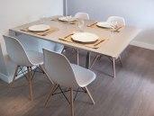Mesa de jantar com muito aproveitamento de espaço